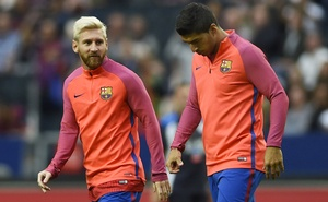 2-Barcelona's-Luis-Suarez-(